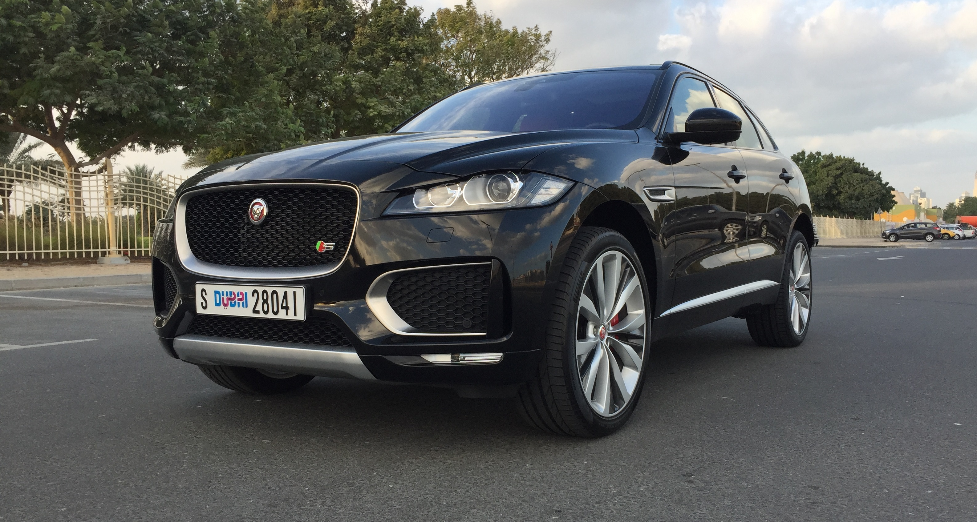 we review jaguar f pace 2016 in dubai. Black Bedroom Furniture Sets. Home Design Ideas